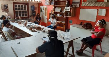 Projeto ensina arte da cerâmica a mulheres do Quilombo Baía Formosa